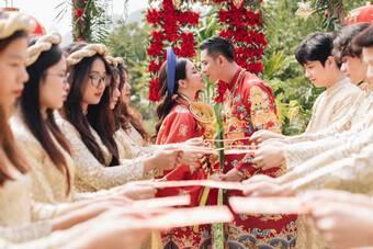 """Cô dâu Hà Nội """"còng lưng gánh vàng"""" ngày cưới khiến ai cũng trầm trồ"""
