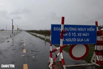 Nước lũ chia cắt nhiều nơi, sẵn sàng sơ tán dân khỏi vùng nguy hiểm