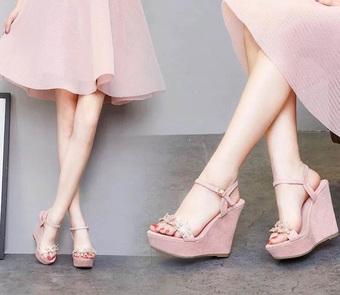 """5 kiểu giày cao gót """"xẻo"""" giò cần tránh nếu bạn không có chân dài như Siêu mẫu Thanh Hằng"""