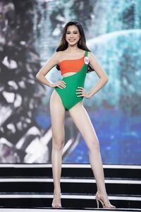 Đỗ Thị Hà catwalk thế này khó intop Miss World 2021?