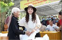 Bà Phương Hằng tự nhận mình ấm áp, tôn trọng người nghèo, cách hành xử có đúng như vậy?