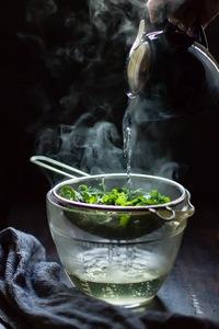 Mẹo dùng dầu dừa, hoa quả... để tăng dưỡng chất cho ly trà xanh thải độc