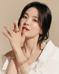Song Hye Kyo để lộ 'tha thu': Gái ngoan ngày nào giờ lột xác táo bạo