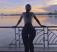 Đạp xe ở hồ Tây, gái xinh mặc quần không che nổi vòng 3 phản cảm