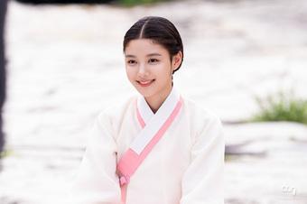 """Đọ sắc so tài 3 em gái quốc dân phim Hàn: Kim Yoo Jung """"dính lời nguyền flop"""", Kim So Hyun diễn xuất bao đỉnh"""